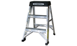 WERNER 2' ALUMINUM STEP LADDER - 300 LB LOAD